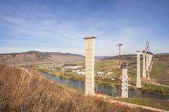 Alta vista laterale della costruzione di ponte di Mosella sopra il vall di Mosella Immagine Stock Libera da Diritti