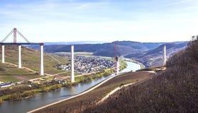 Alta vista laterale della costruzione di ponte di Mosella sopra il vall di Mosella Immagini Stock Libere da Diritti