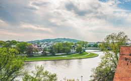 Alta vista sul fiume di Visla a Cracovia Immagini Stock Libere da Diritti