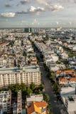 Alta vista superiore delle costruzioni della città nel Vietnam Fotografia Stock