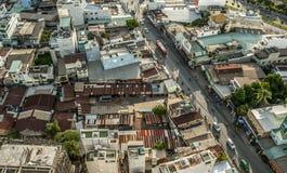 Alta vista superiore delle costruzioni della città nel Vietnam Fotografie Stock