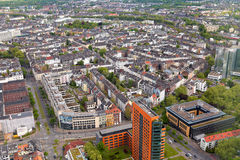 Alta vista superiore di molti roofes delle case della città da Dusseldorf Rhin Fotografie Stock Libere da Diritti