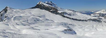 Alta zona alpina dello sci nelle alpi francesi Immagini Stock