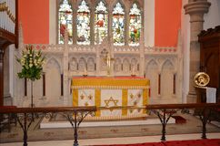 Altaar bij de Heilige Kerk van de Drievuldigheidsparochie Stock Foto's