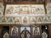 Altaar bij houten kerk van Botiza Stock Foto