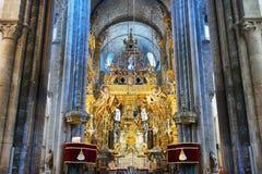 Altaar in de kathedraal van Santiago stock afbeeldingen
