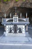Altaar en beeldhouwwerken in tuinen van Vatikaan op 20 September, 2010 in Vatikaan, Rome, Italië Royalty-vrije Stock Foto