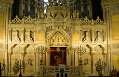 Altaar van synagoge in Szeged stock foto's