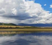 altai日持续山夏天 美好的高地横向 俄罗斯西伯利亚 库存图片