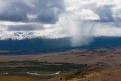altai日持续山夏天 美好的高地横向 俄罗斯西伯利亚 免版税库存图片