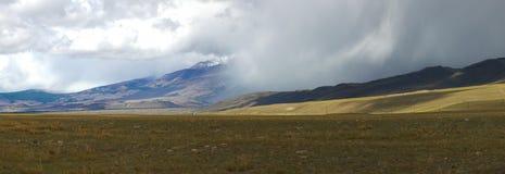 altai日持续山夏天 美好的高地横向 俄罗斯西伯利亚 库存照片