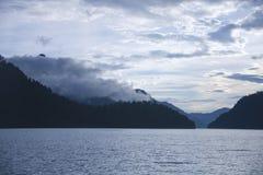 altai μεγαλύτερο βουνό λιμνών λιμνών iogach ακροτήτων gorny βόρειο χωριό όψης tuu tila της Ρωσίας teletskoye οι ημέρες altai διαρ Στοκ φωτογραφία με δικαίωμα ελεύθερης χρήσης