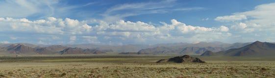 Altai berg. Härlig höglands- liggande arkivbilder