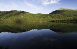 Altai berg och flod Royaltyfri Fotografi