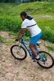 Altai i berget på cykeln Royaltyfria Bilder