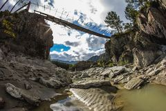 Altai verlor Brücke im Sommer Stockfotos