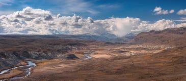 altaiberg russia Unikt landskap för `-marsinvånare` av ett mycket ovanligt område som lokaliseras nära gränsen av Ryssland, Kina, Fotografering för Bildbyråer