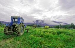 Altaibergen, de nabijheid van een klein dorp Royalty-vrije Stock Fotografie