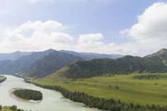 altaidagar sist bergsommar flod russia siberia för altaikatunregion fotografering för bildbyråer