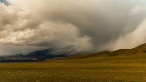 altaidagar sist bergsommar Härlig höglands- liggande Ryssland Sibirien Timelapse lager videofilmer