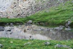 Altaimeer van berggeesten Crystal Clear Lake Water stock foto's