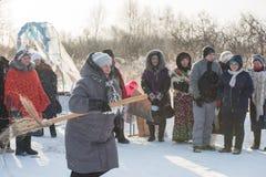 Altaiskaya zimovka假日-第一天冬天 库存照片