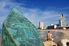 Altalena Denkmal im Aviv-Strand Lizenzfreies Stockfoto