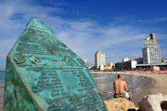 Altalena minnesmärke i den Tel Aviv stranden Royaltyfri Foto