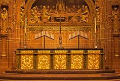 Altar adornado dentro de la catedral del anglicano de Liverpool Fotos de archivo libres de regalías