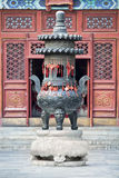 Altar adornado en un templo budista, Pekín, China Fotos de archivo