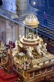 Altar alto, centro do presbyterate, tabernáculo limitado por f Imagem de Stock Royalty Free