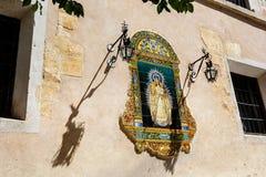Altar católico tradicional en calle pública Fotos de archivo