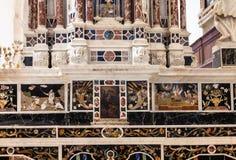 Altar central en los di Santa Corona de Chiesa en Vicenza Fotografía de archivo