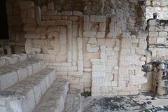 Altar ceremonial maya en Ek Balam (jaguar negro) en la pluma de Yucatán Fotos de archivo