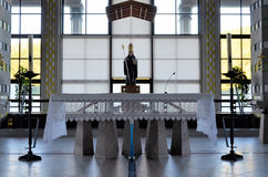Altar con la estatua del santo Benedicto foto de archivo