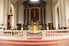 Altar da igreja católica fotografia de stock royalty free