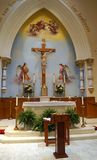 Altar de la iglesia católica Imagenes de archivo