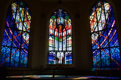 Altar de la iglesia del vitral Foto de archivo
