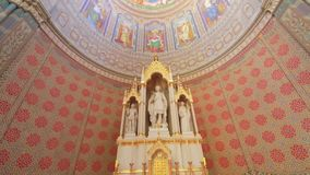 Altar de San Pedro de la catedral de Djakovo almacen de video