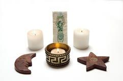 Altar de Wiccan, velas, pentacle e imagens de stock