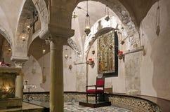 Altar der Krypta der Basilika von San Nicola Stockbild