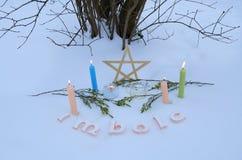 Altar do inverno para o Sabat de Imbolc fotografia de stock
