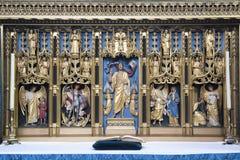 Altar do lado da catedral de Salisbúria imagem de stock royalty free