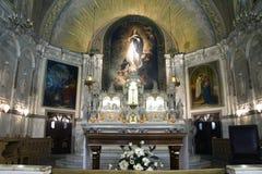 Altar e cena traseira da igreja Fotos de Stock Royalty Free