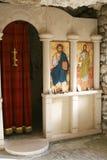 Altar am Felsenkloster stockbild