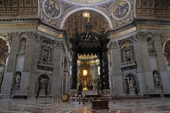 Altar in the giant Basilica di San Pietro in Vaticano Stock Image