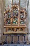 Altar lateral gótico de Mechelene - de Nev de la iglesia nuestra señora a través de Dyle Imagen de archivo libre de regalías