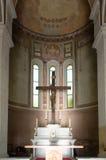 Altar mit Jesus kreuzigte Stockfotos
