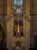 Altar na catedral - Barcelona fotografia de stock