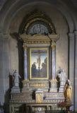Altar na igreja fotos de stock